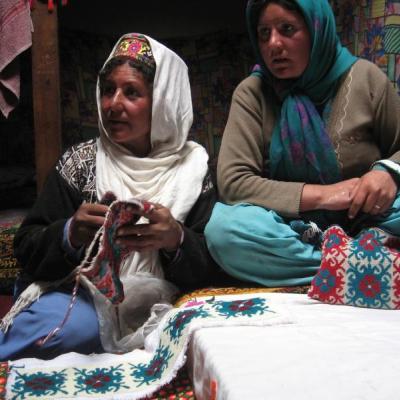 2 Women kitting